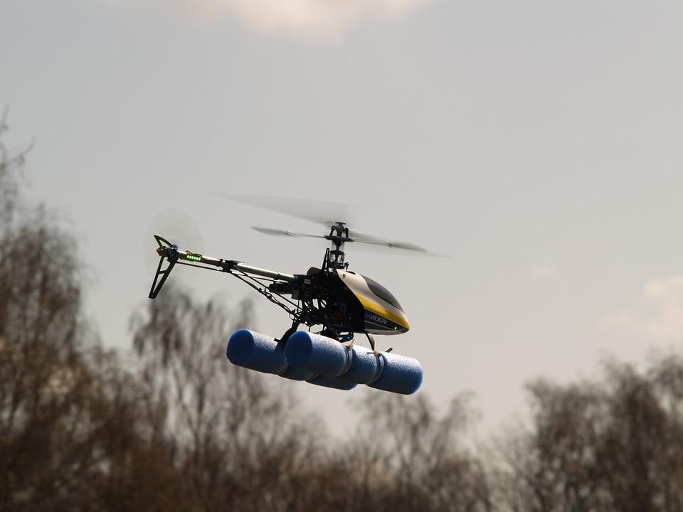 Les accessoires technologiques : Les drones et les hélicoptères télécommandés